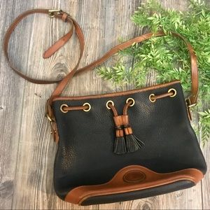 dooney & bourke // vintage black & tan bucket bag
